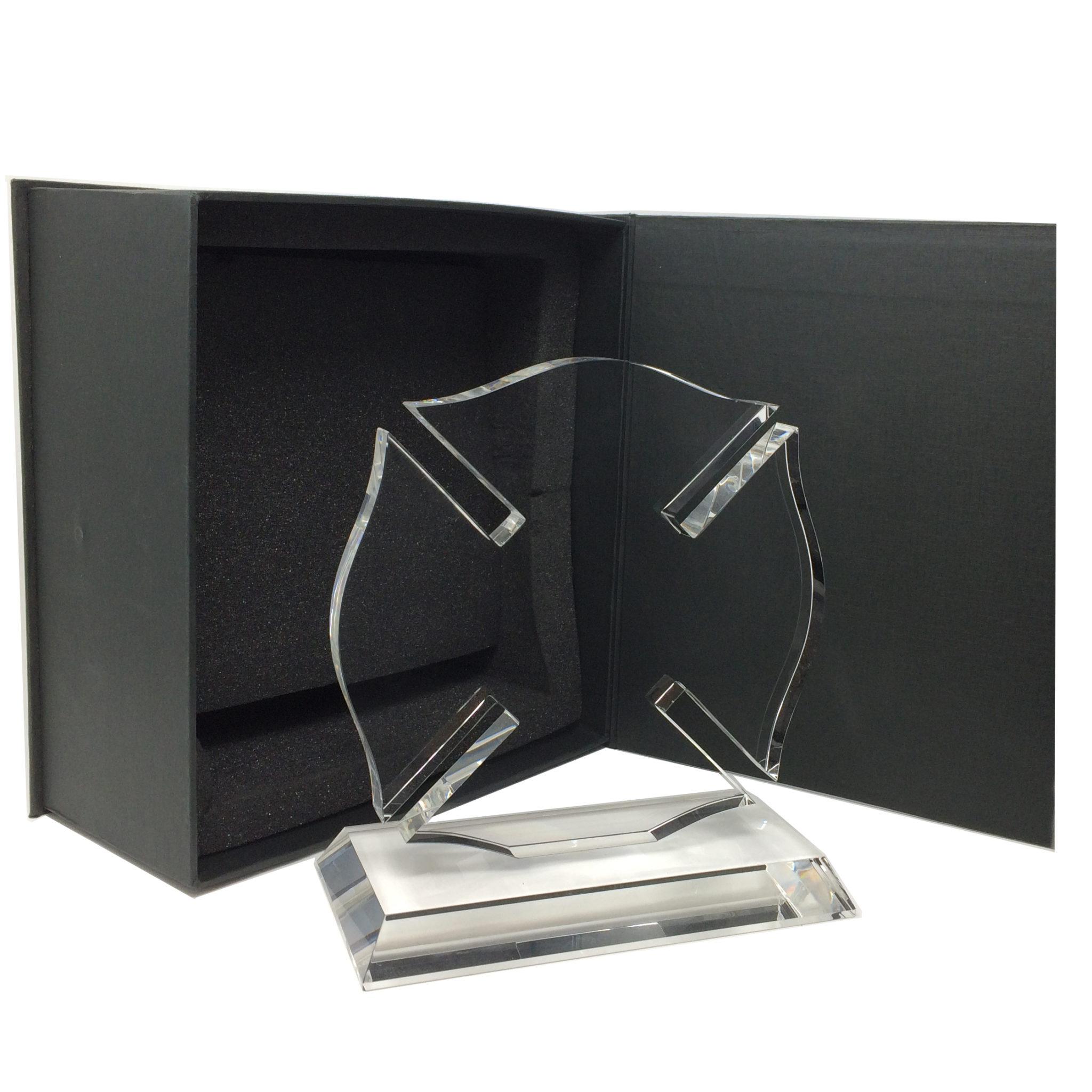 croix de malte, trophée en verre, gravure
