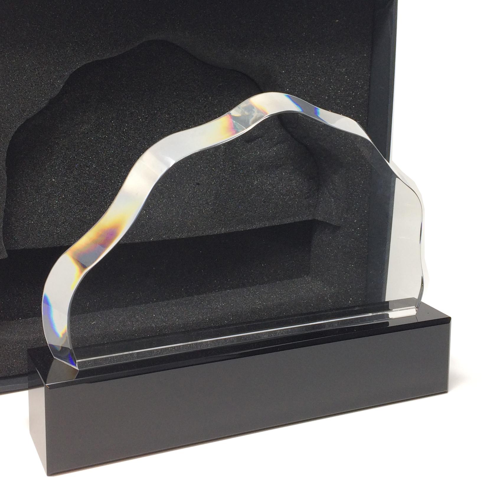 trophée en verre forme originale