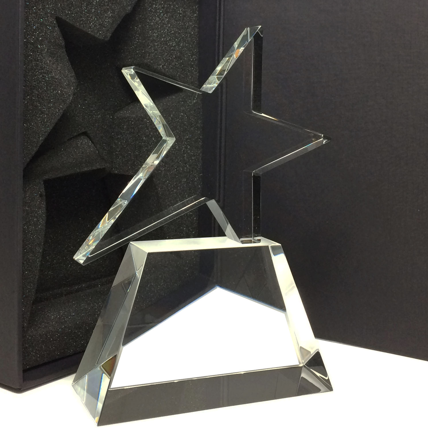 étoile trophée asymétrique en verre gravé