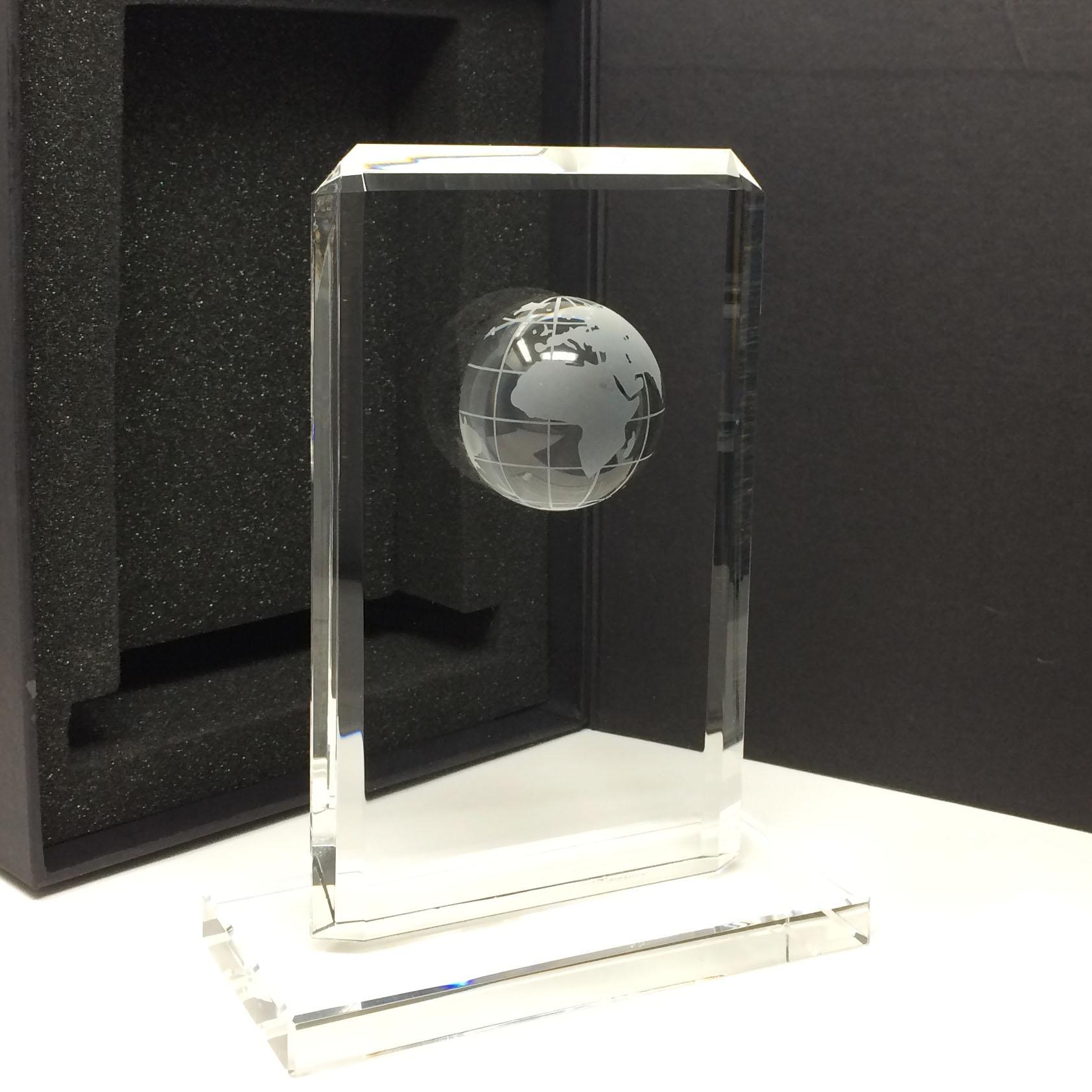 Une globe sur un trophée