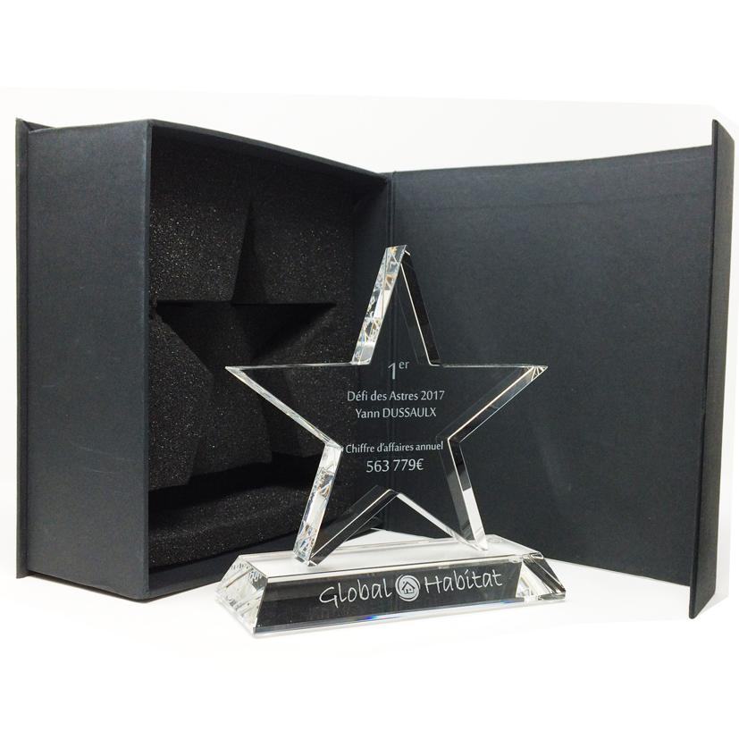Trophée étoile monté sur un socle , le en verre de qualité optique