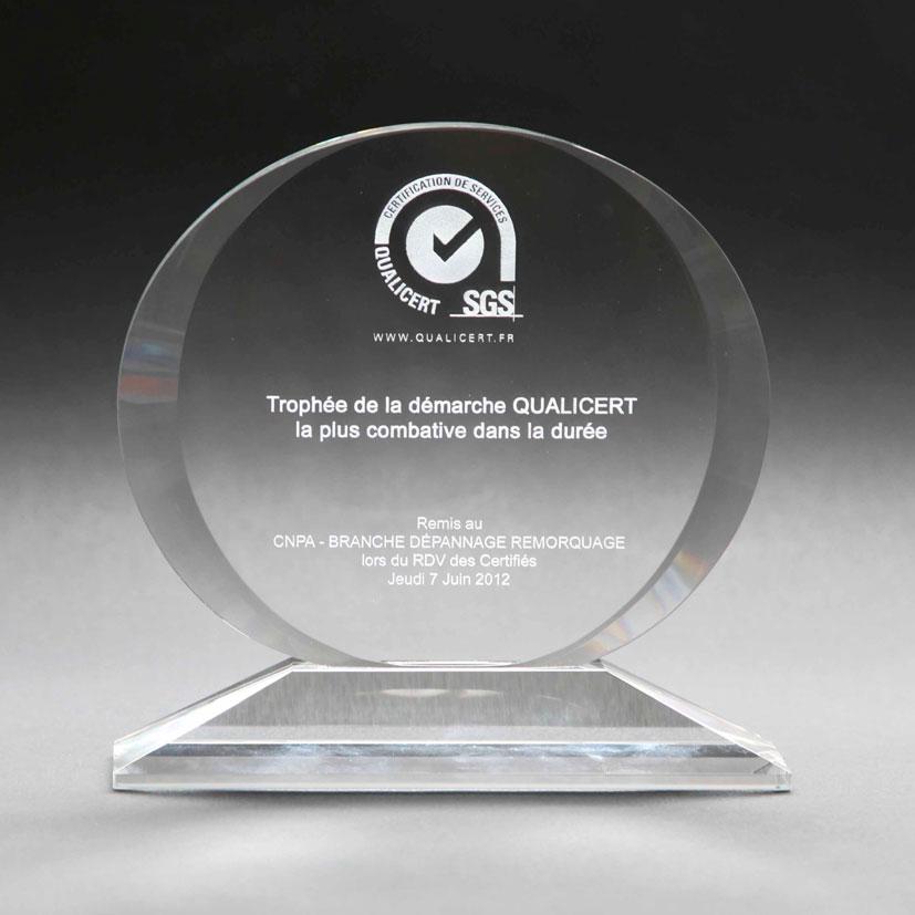 trophée en verre médaille ovale à personnaliser avec une gravure